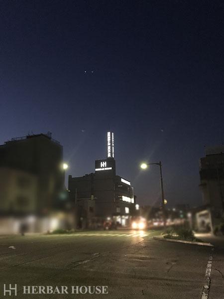 昼夜で違う?ハーバーハウス長岡支店の外観をお見せします!